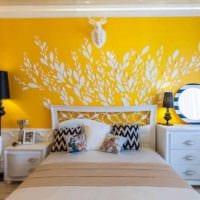 комбинирование ярких цветов в стиле комнате картинка