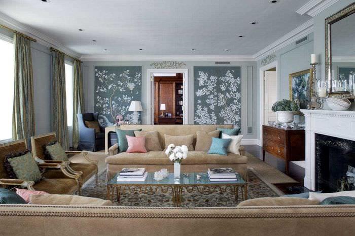 комбинирование ярких обоев в интерьере гостиной