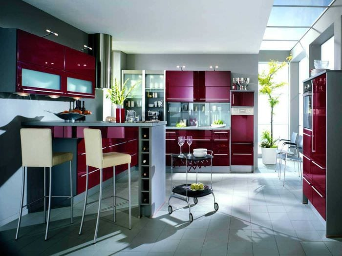 комбинирование светлых оттенков в дизайне кухни