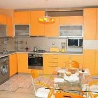 сочетание яркого оранжевого в стиле гостиной с другими цветами картинка