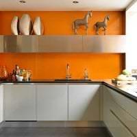 сочетание яркого оранжевого в декоре спальни с другими цветами фото