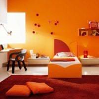 сочетание темного оранжевого в декоре гостиной с другими цветами картинка
