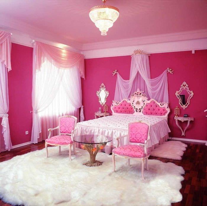 сочетание темного розового в интерьере кухни с другими цветами
