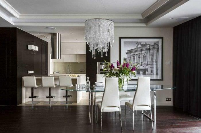 сочетание светлого серого в дизайне кухни с другими цветами