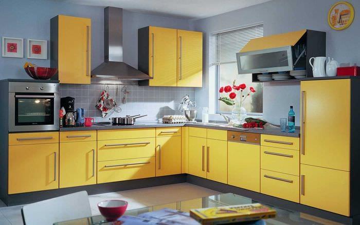 сочетание светлых тонов в дизайне кухни