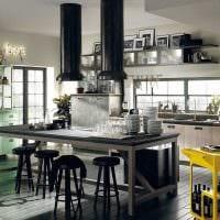 комбинирование темных тонов в фасаде кухни фото
