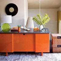 сочетание яркого оранжевого в дизайне спальни с другими цветами картинка