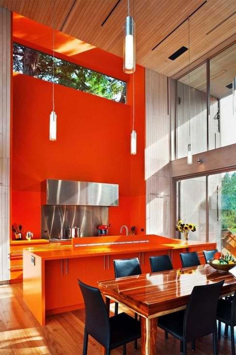 сочетание светлого оранжевого в интерьере дома с другими цветами