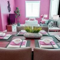 сочетание яркого розового в декоре дома с другими цветами фото