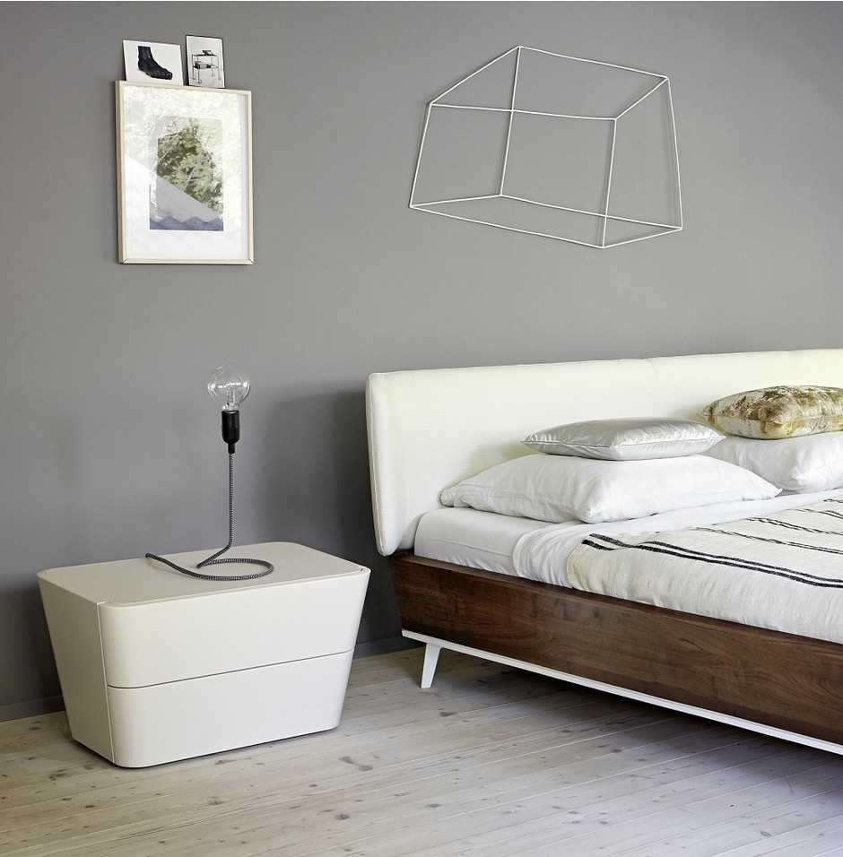 сочетание светлого серого цвета в декоре спальни