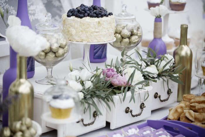 оригинальное декорирование свадебного зала цветами