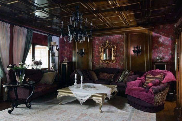 яркий интерьер квартиры в готическом стиле