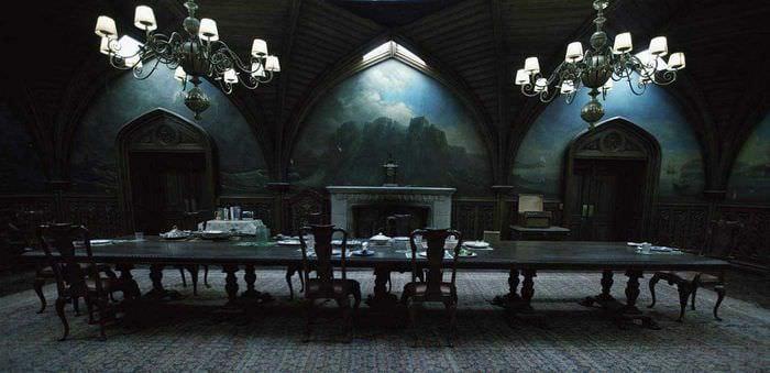 современный стиль гостиной в готическом стиле