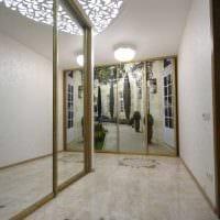 яркое украшение потолка аксессуарами фото