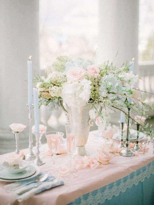 светлое оформление свадебного зала шариками