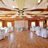 красивое декорирование свадебного зала цветами фото