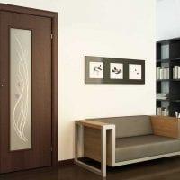 светлые двери в интерьере квартиры фото