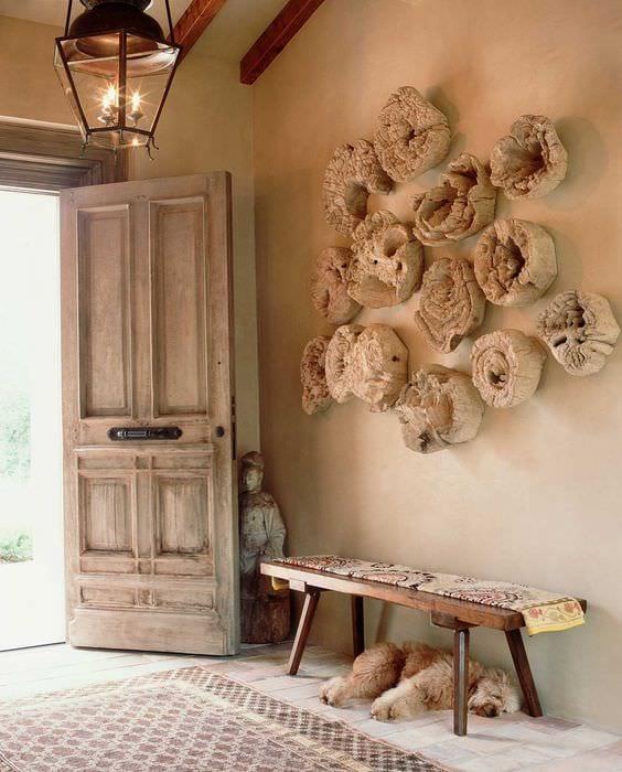красивый стиль квартиры со спилами дерева