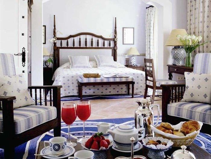необычный декор спальни в средиземноморском стиле