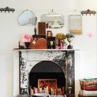 красивый дизайн комнаты со старыми чемоданами картинка