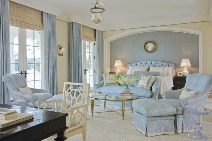 светлый интерьер квартиры в голубом цвете