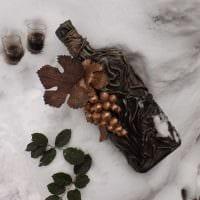 идея красивого декора стеклянных бутылок из кожи своими руками картинка