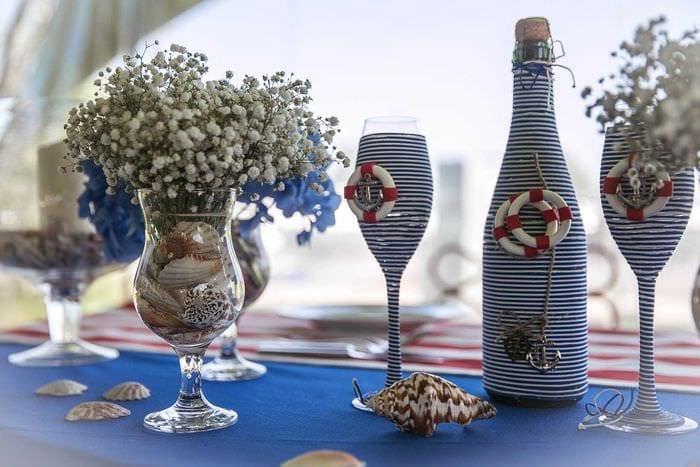 идея оригинального украшения стеклянных бутылок шпагатом