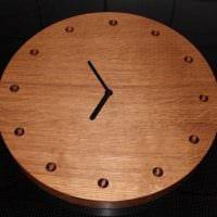 вариант яркого декорирования настенных часов своими руками фото