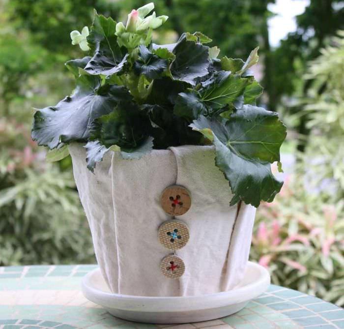вариант оригинального украшения цветочных горшков
