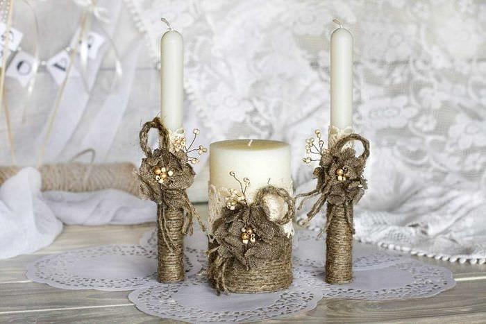 идея светлого декорирования свечек своими руками