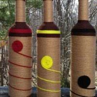 вариант яркого декорирования бутылок шампанского шпагатом картинка