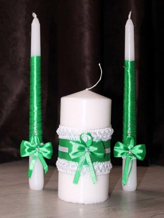 идея яркого украшения свечей своими руками