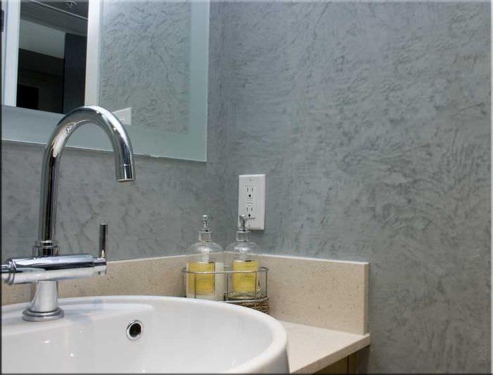 идея яркой декоративной штукатурки в дизайне ванной