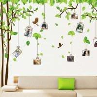 вариант оригинального декорирования комнаты бумагой картинка