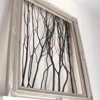 вариант яркого декорирования комнаты деревом своими руками картинка