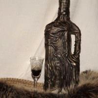 вариант красивого декорирования стеклянных бутылок из кожи своими руками фото