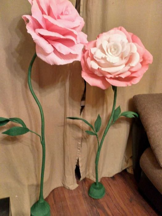 Огромные цветы из гофрированной бумаги на ножке своими руками 60