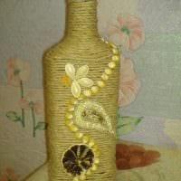 идея красивого украшения бутылок шпагатом фото