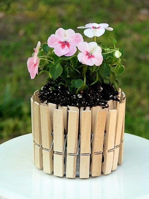 вариант яркого декора цветочных горшков