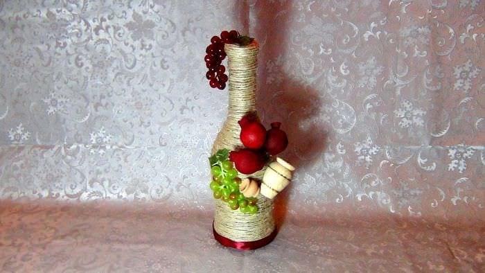 вариант оригинального декорирования бутылок шпагатом