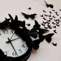 вариант необычного декорирования настенных часов своими руками картинка