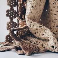 вязанные подушки в декоре комнаты фото