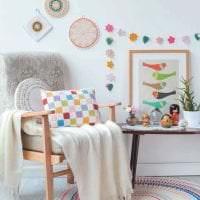 вязанные крючком подушки в дизайне спальни фото