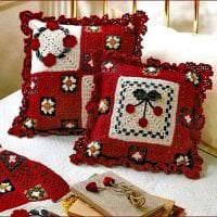 вязанные подушки в дизайне гостиной фото