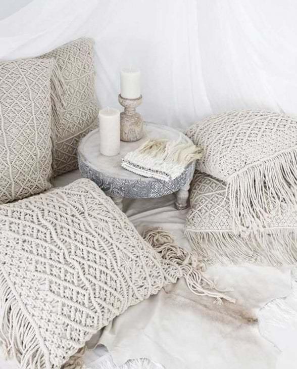 вязанные чехлы в дизайне спальни