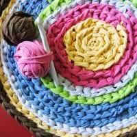 вязанные подушки в декоре спальни фото