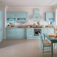 яркий декор гостиной в голубом цвете фото