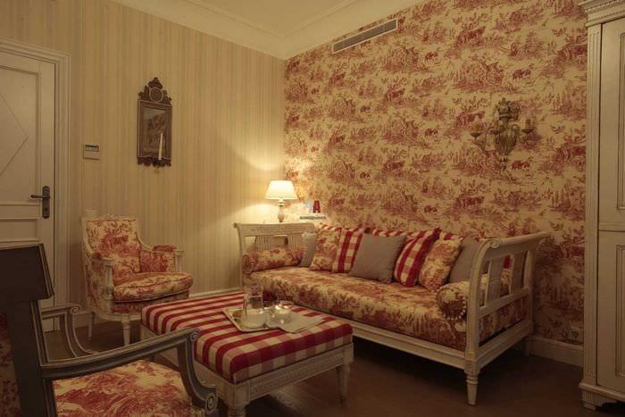 светлый интерьер гостиной в стиле ампир