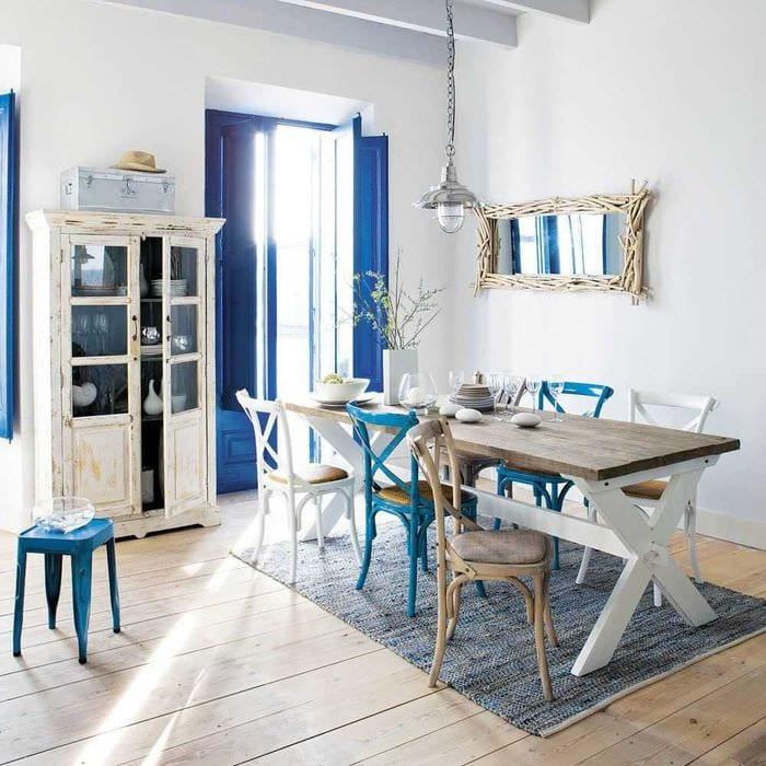 светлый дизайн гостиной в средиземноморском стиле