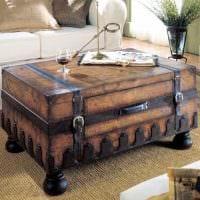 оригинальный дизайн квартиры со старыми чемоданами картинка